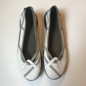 Privo by Clarks - P-Berry Flats - Size 9.5M - NWOT